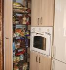 011. Monika, barva akát, potravinová skříň s tlum. dotahem, cena od 9.500,-Kč, výška libovolná